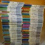 新潮日本文学アルバム他、文学全集や小説などを段ボール5箱分お譲り頂きました。