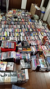 DVDを段ボール約30箱分
