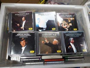 クラシックCDや全音などの楽譜を約300点お譲り頂きました。