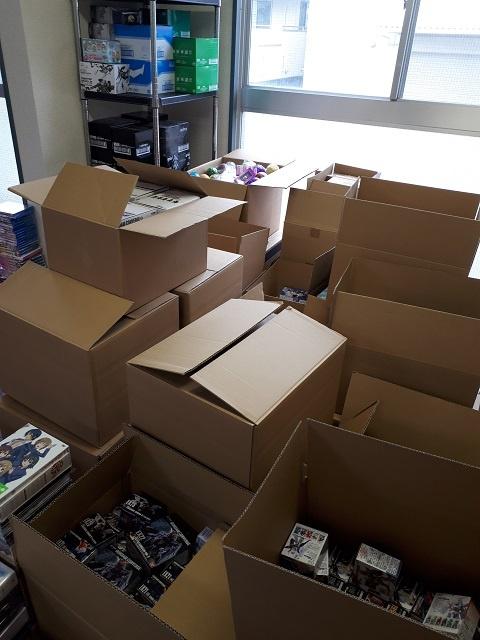2tトラック2台とハイエース3台分のアニメ書籍、DVD、グッズ、フィギュアなどを買取ました。
