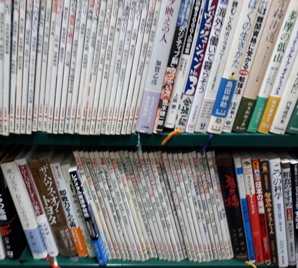 新潮社のとんぼの本やビジネス書を約400冊買い取りました。