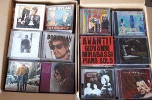 ご遺品の整理でボブ・ディランやジャズのCDを約800枚程お譲り頂きました。