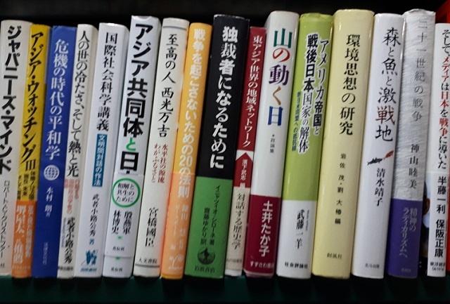 アジアや環境の専門書を段ボール10箱分お譲り頂きました。