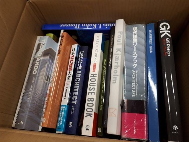 建築専門書や建築の洋書を大手法人様より段ボール40箱分お譲り頂きました。