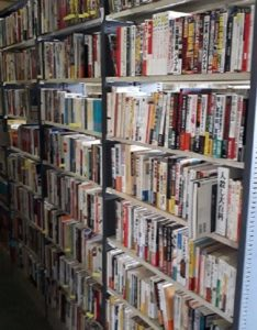 「最強の女性狙撃手」などミリタリー書籍約1,500冊他、ミリタリーグッズ、ゲームなど